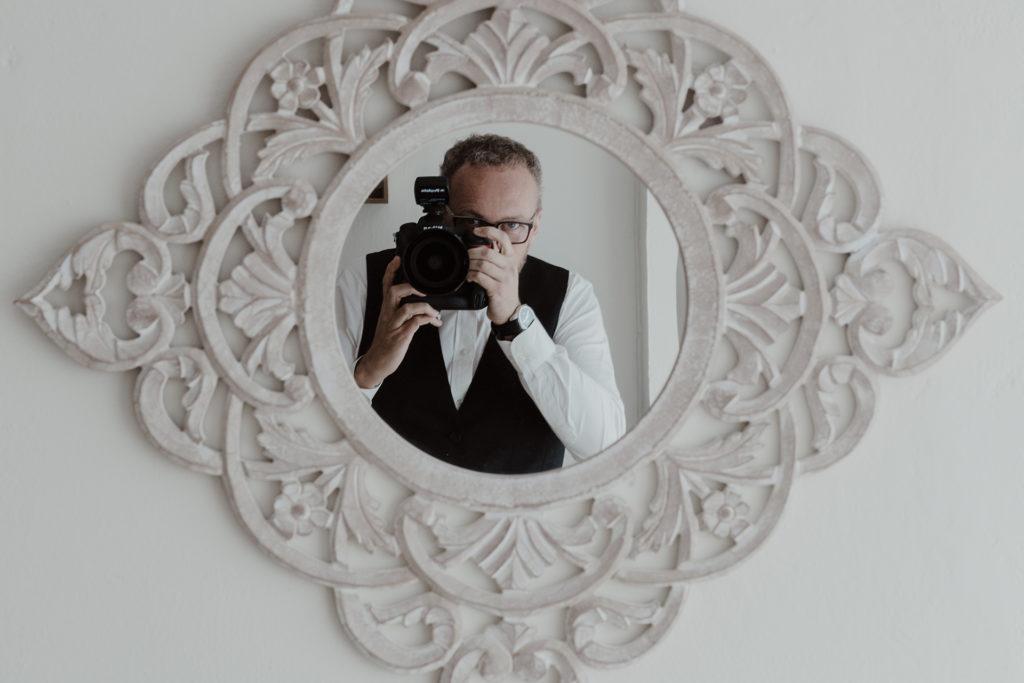 El fotógrafo Marcos Rodríguez durante una boda