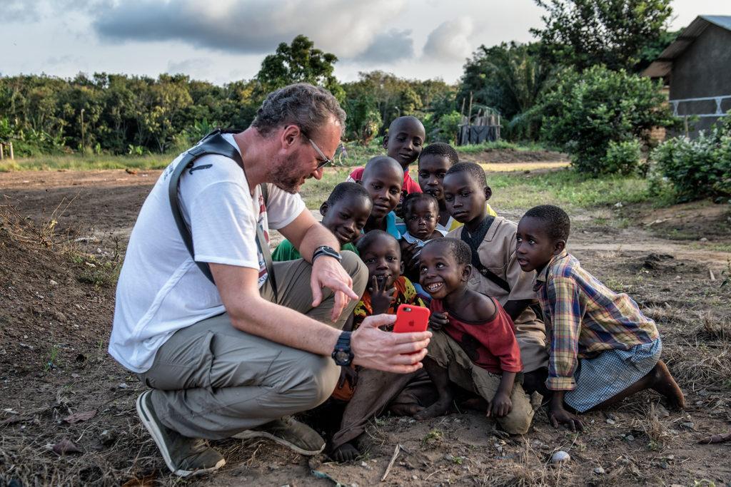 El fotógrafo Marcos Rodríguez durante su viaje a Costa de Marfil